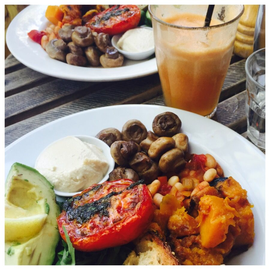 Hands up if you started 2015 with a detox, healthy eating plan, removing food groups or something similar? Not me!! But it's good to seek out healthier options regardless. This weeks visit wasn't j...