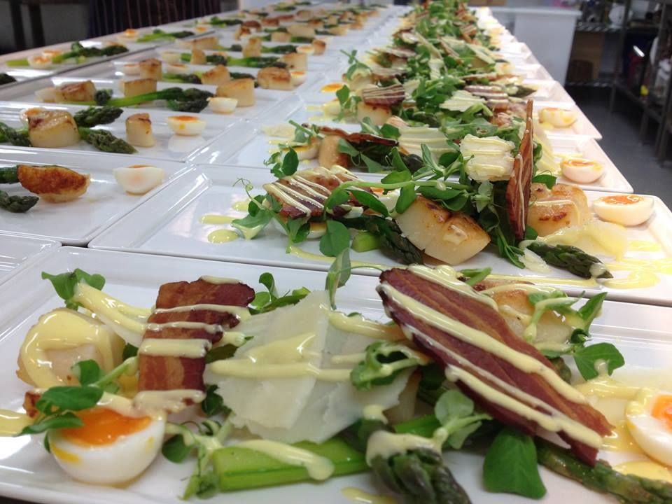 Seared scallops, minted pea purée, crisp pancetta and pea shoots, red wine jus #ClockBarn #GallopingGourmet