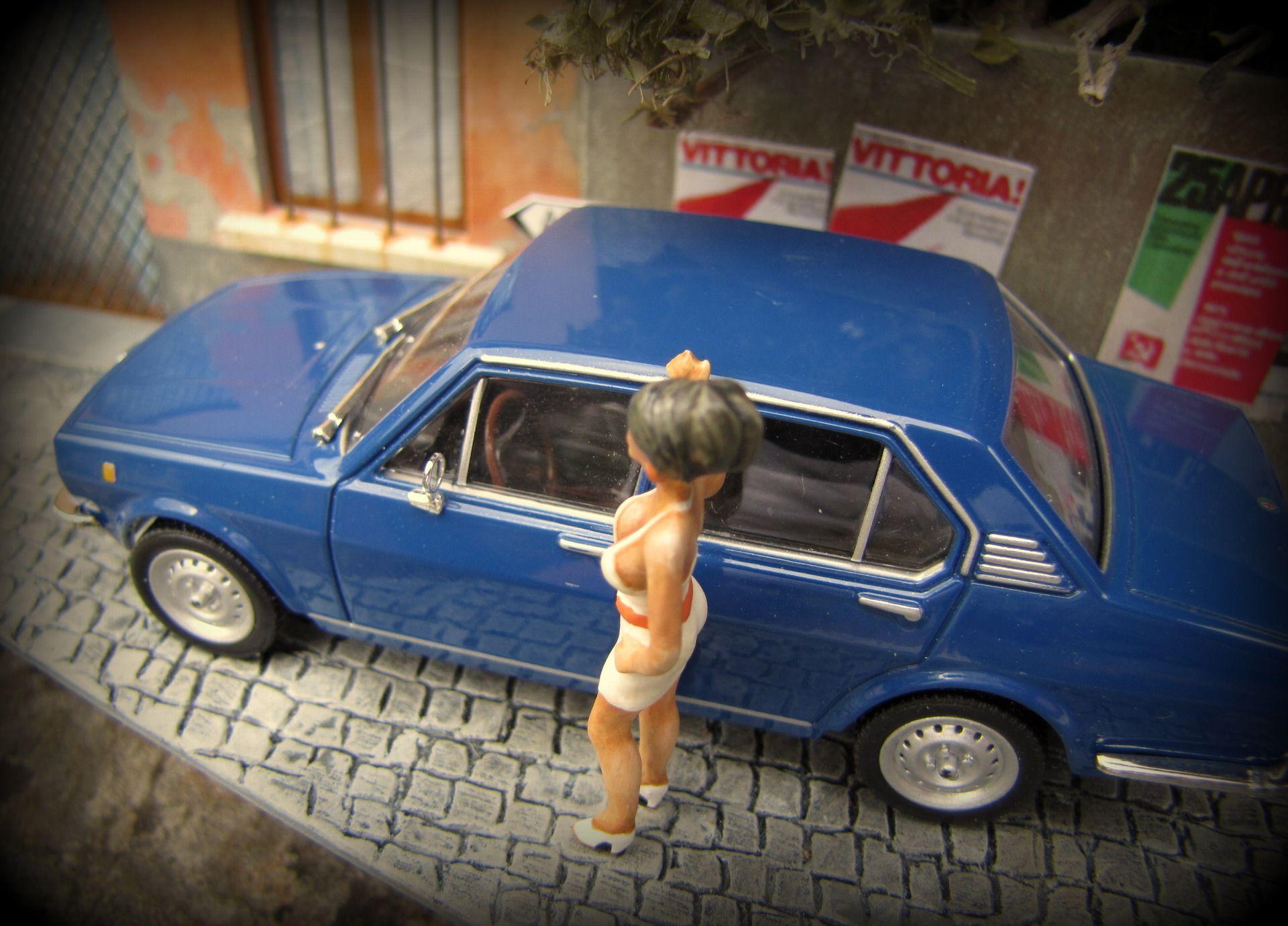 vitrine miniature voiture alfa romeo alfetta chelle 1 43 par d co bolides deco bolides. Black Bedroom Furniture Sets. Home Design Ideas