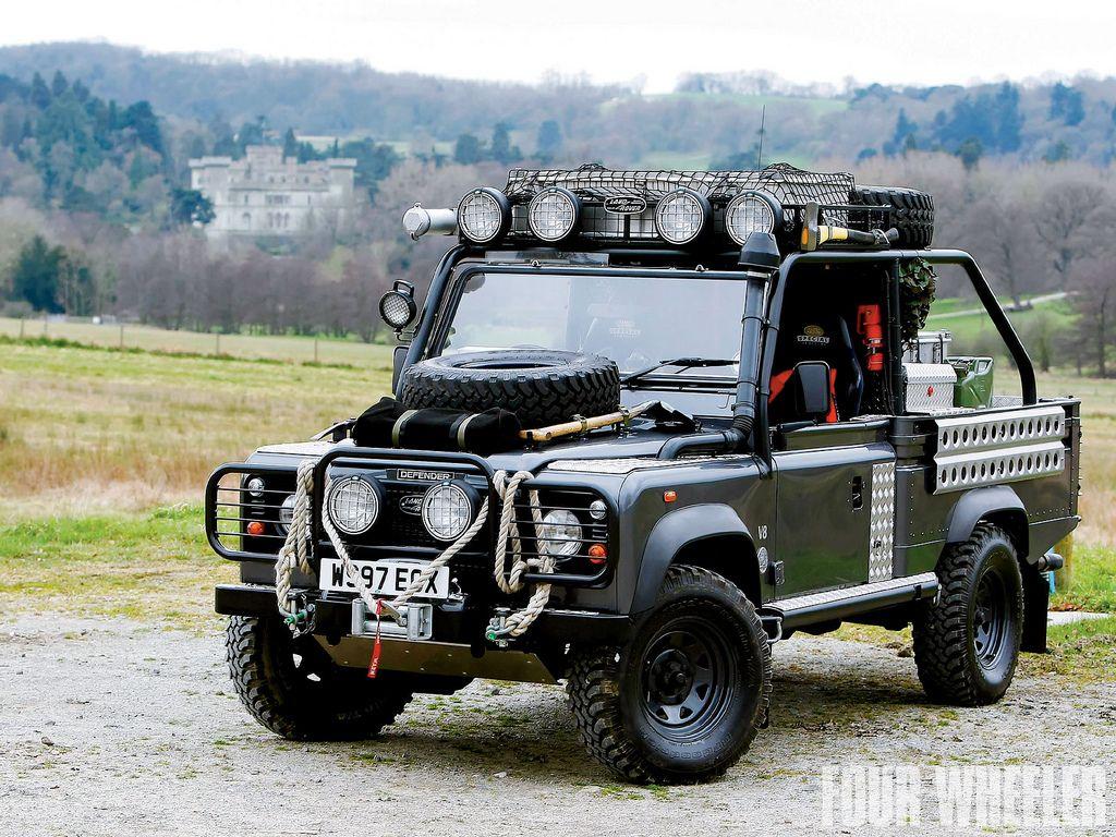 Replica Del Land Rover Defender Td5 110 V8 Tomb Raider Usado Por Lara Croft Angelina Jolie En La Pelicula Del 2000 Land Rover Land Rover Defender Defender 90
