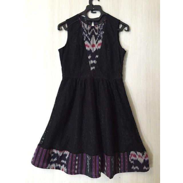 Saya Menjual Dress Lace Mix Tenun Ikat Antik Seharga Rp
