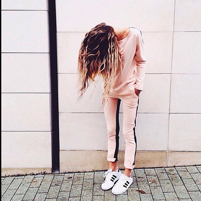 Nude outfit & Adidas sneakers  For more streetstyle news follow us on Facebook // Síguenos en Facebook