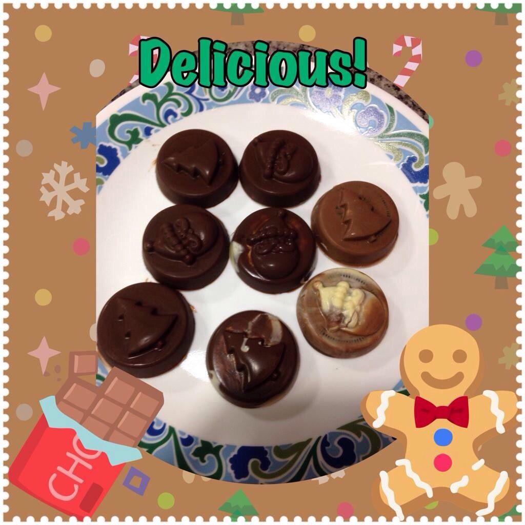 Chocolates rellenos de galletas oreo.