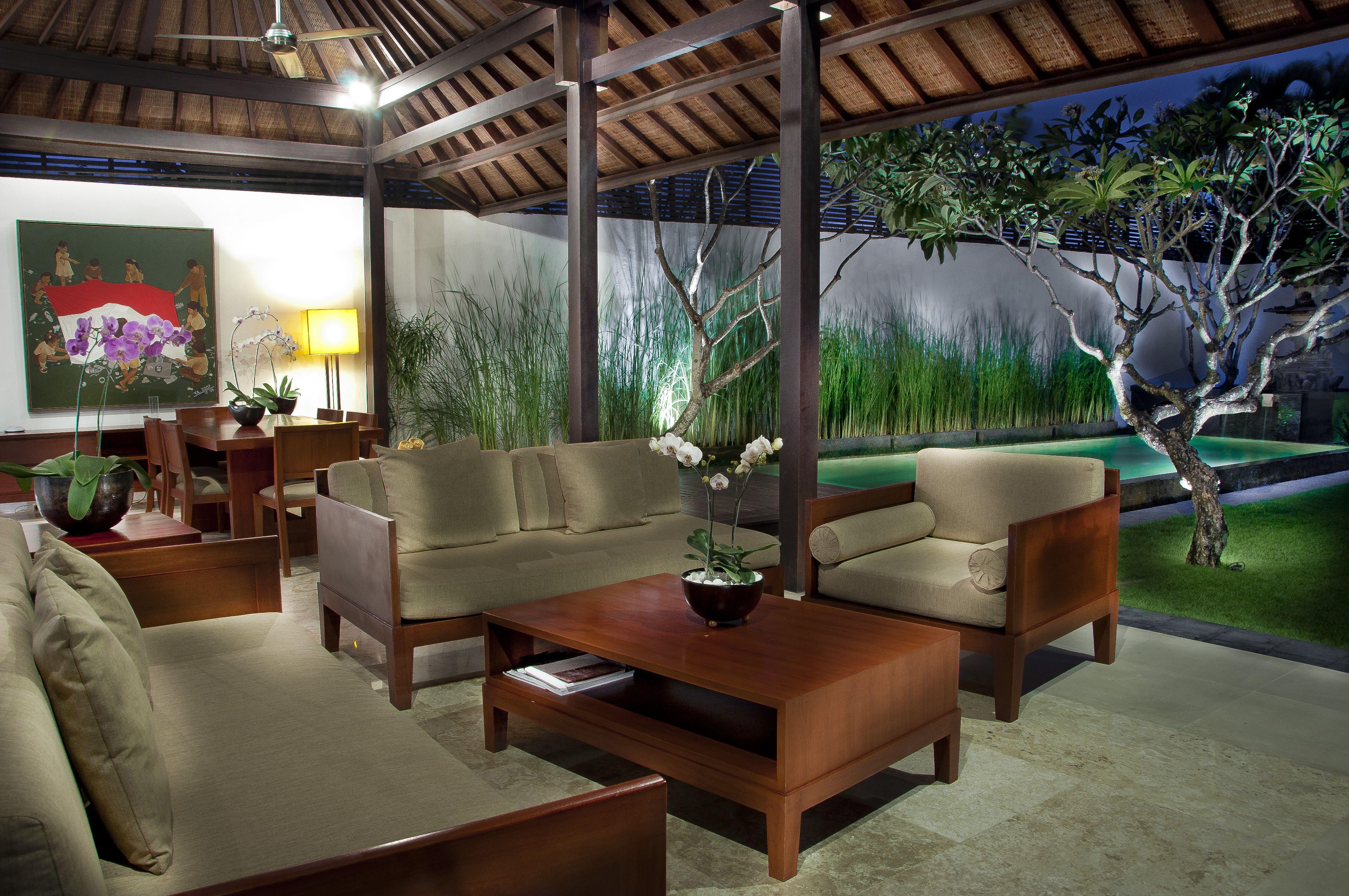 Each en suite bathtub overlooks the garden in a bathroom with ...  X Bathroom Space Design on