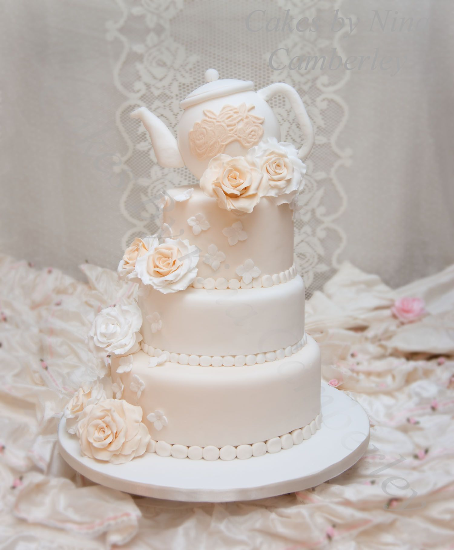This is a new original design by cakes by nina this was originally