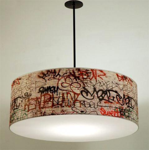 Luminária grafitada