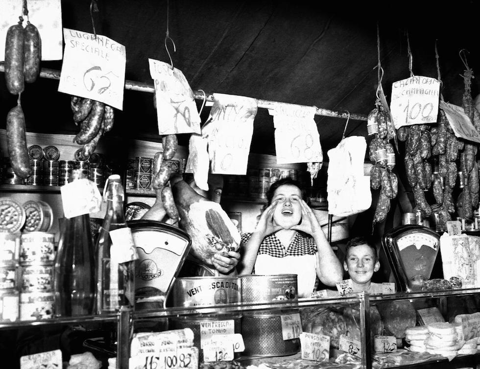 Un negozio di alimentari nel mercato al coperto di Porta ...