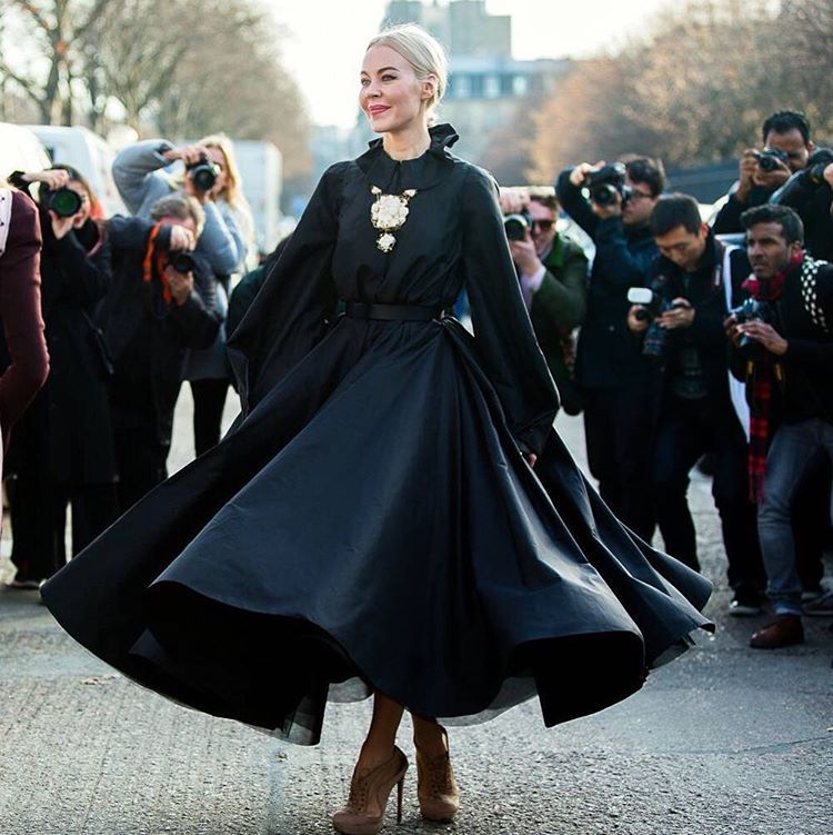 Monika Motor PhotographyさんはInstagramを利用しています:「Oh just another funny beautiful crazy day in Paris!  #ulyanasergeenko#streetstyle#pfw#parisfashionweek#dior#show#defile#hautecouture#paris#beautiful#guest#amazing#dress @ulyanasergeenko @dior」
