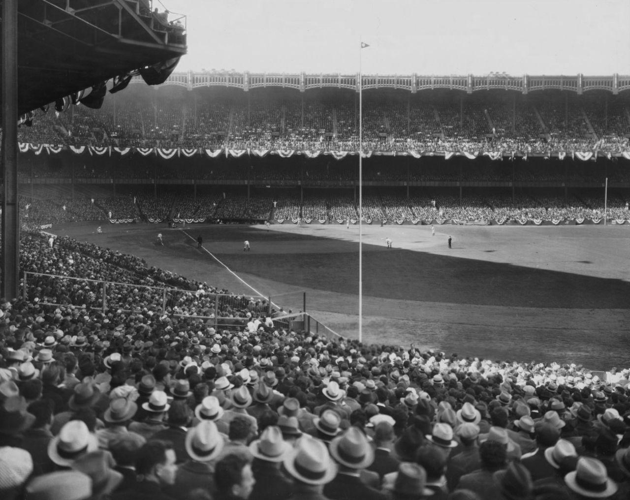 Yankee Stadium 1935 Classic Doyouremember Yankee Stadium Baseball Stadium New York Yankees
