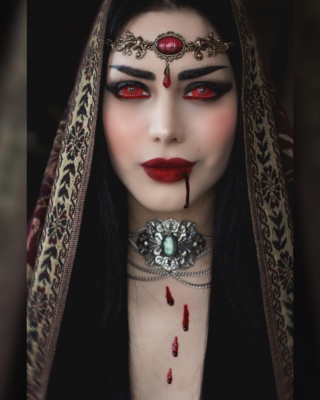 Pretty vampire queen 💖🖤💖🖤 Credit   mahafsoun  alternativemodel  artist   beautifulgirl  instagoth  gothgirl  victoriangoth  gothiclife… 4d04411a6f2