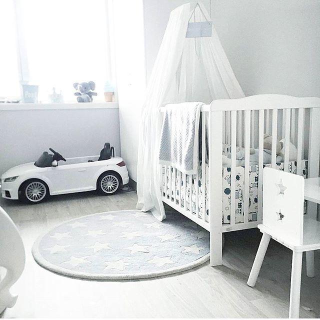 Ønsker dere en fin dag❄⭐ ⬅ Wish you all a lovley day❄⭐ #barnerom #kidsroom #lucky #babyboy #kidsinterior #babycrib #audi #decor #details  #playroom #haveagoodday #mittbarnerom #mittgutterom