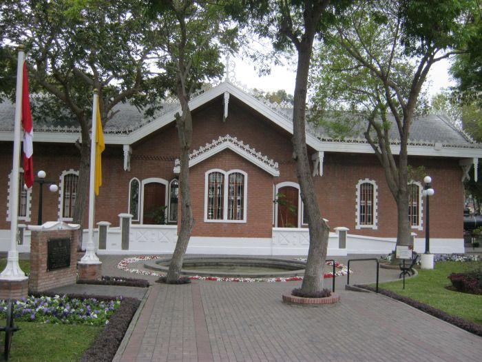 Casona antigua ubicada en el parque Reducto N°2