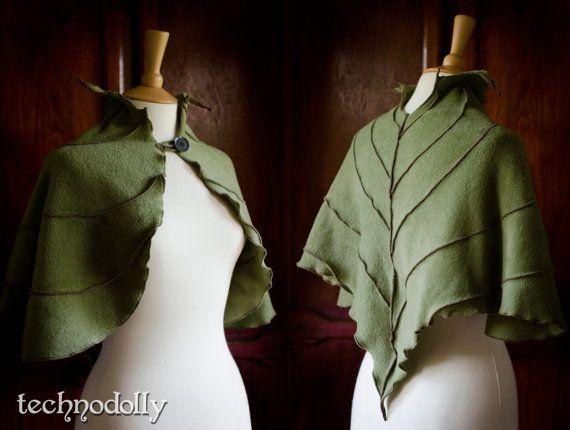 Photo of Camilina Capelet ~ Cape en polaire vert mousse ~ Costume d'H…