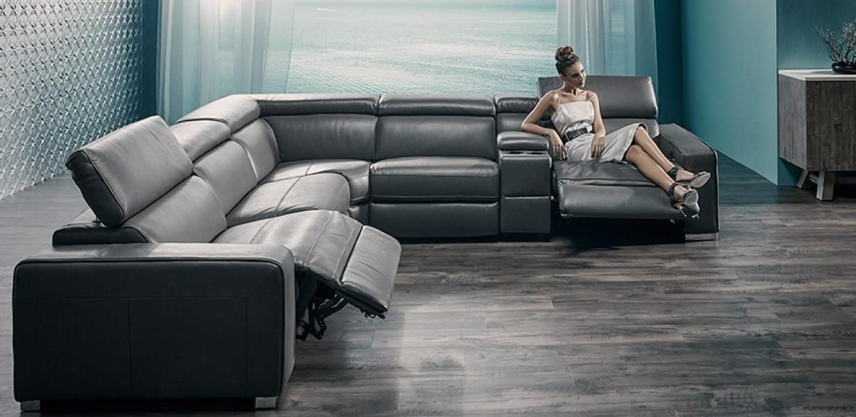 100% Leather modular range. Features electric recliners ...