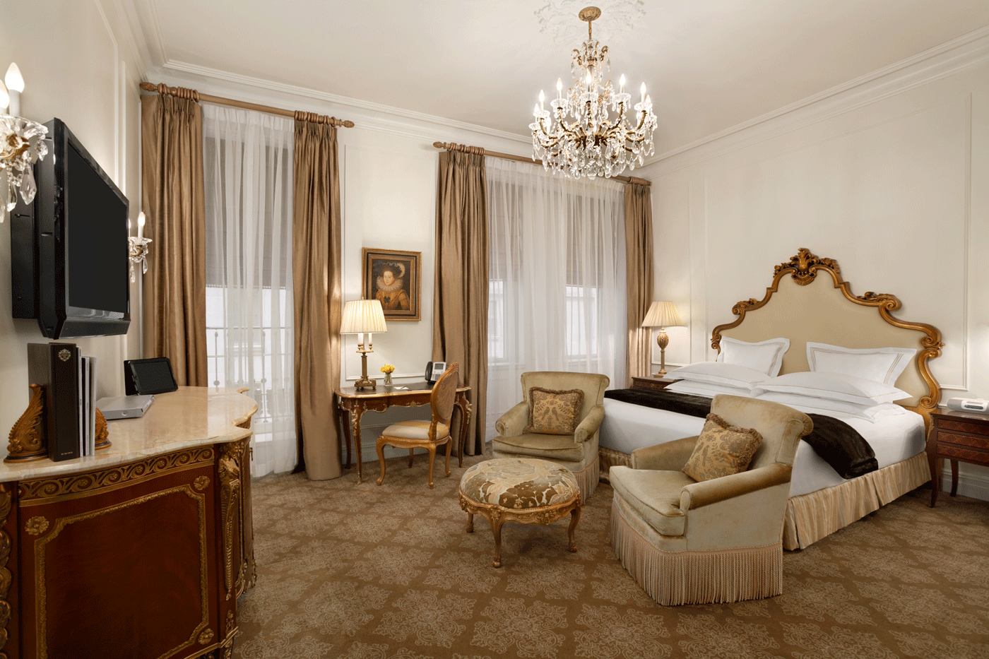 New York Plaza Vs Ritz Paris Hotel Classy And Fabulous Way Of Living Nyc Rooms Luxury Bedroom Suite Luxurious Bedrooms