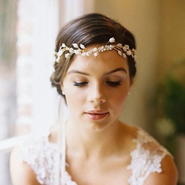 Braut haarschmuck mit schleier  Dezenter Haarschmuck zur Hochzeit-Haarreifen in Blütenform ...