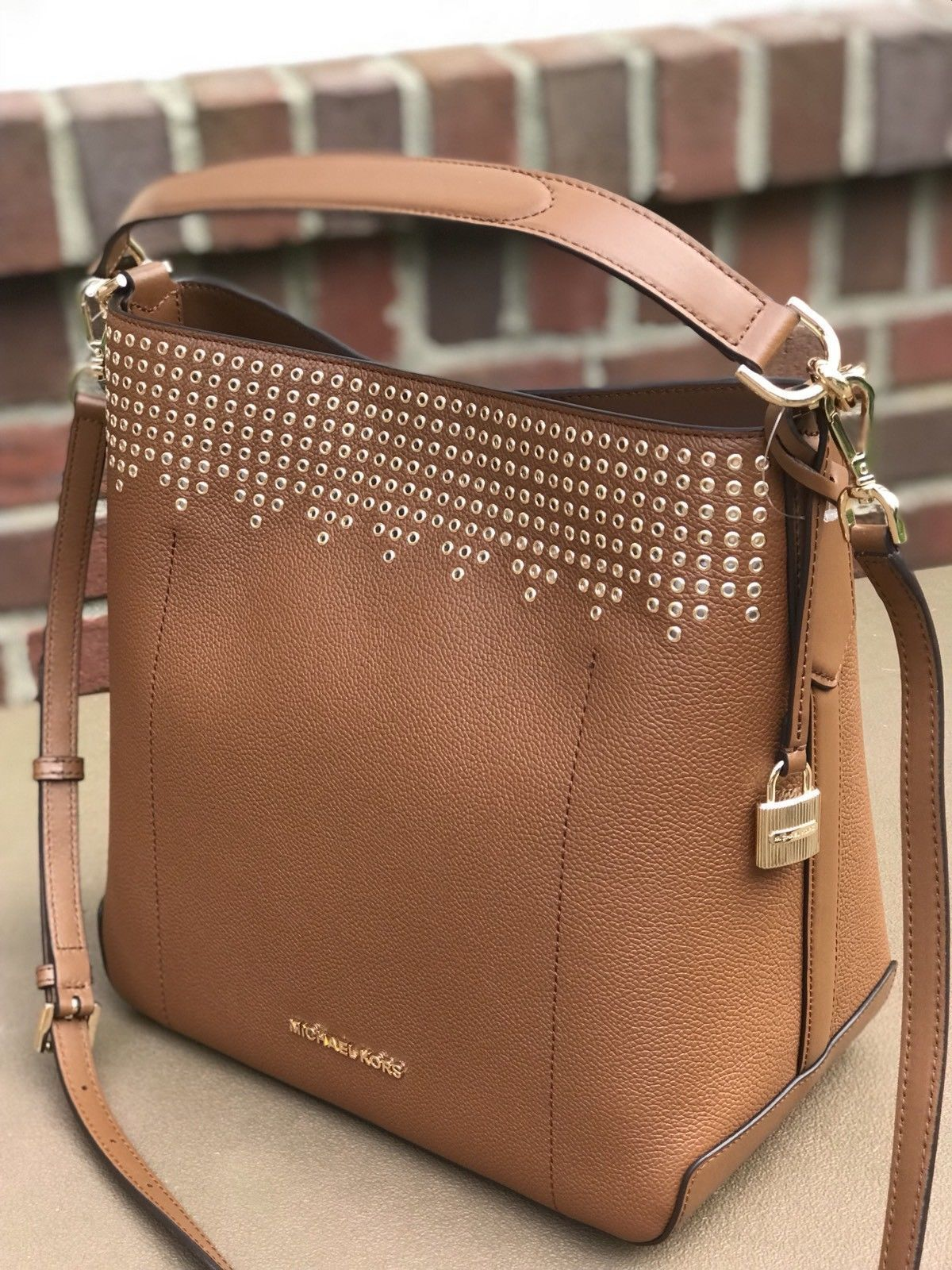 ad6c1f593f7d Michael Kors Hayes Bucket Luggage Brown Large Convertible Shoulder Bag  Wallet  149.0
