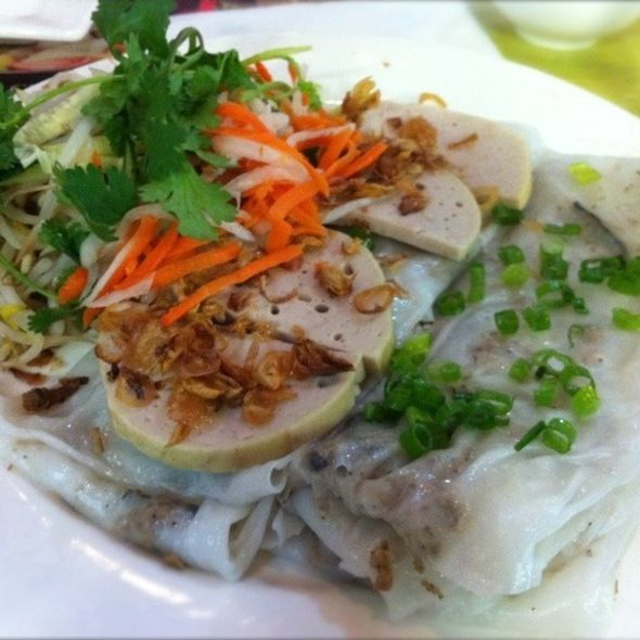 Banh Cuon Cha Lua Pork Patty Over Rice Noodle Sheets At Bistro B Inside Asia Time Square Eat Meals Food