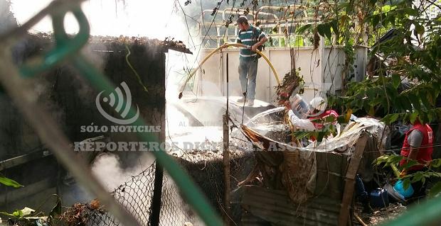 (Vídeo) Se consume vivienda taller en la Av. Puebla de Poza Rica - http://www.esnoticiaveracruz.com/video-se-consume-vivienda-taller-en-la-av-puebla-de-poza-rica/