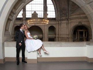 Brautkleid Sonnenpracht In Kurz Foto Anna Reineke Hochzeitskleid Modern Hochzeitskleider Schlicht Brautkleid Spitze