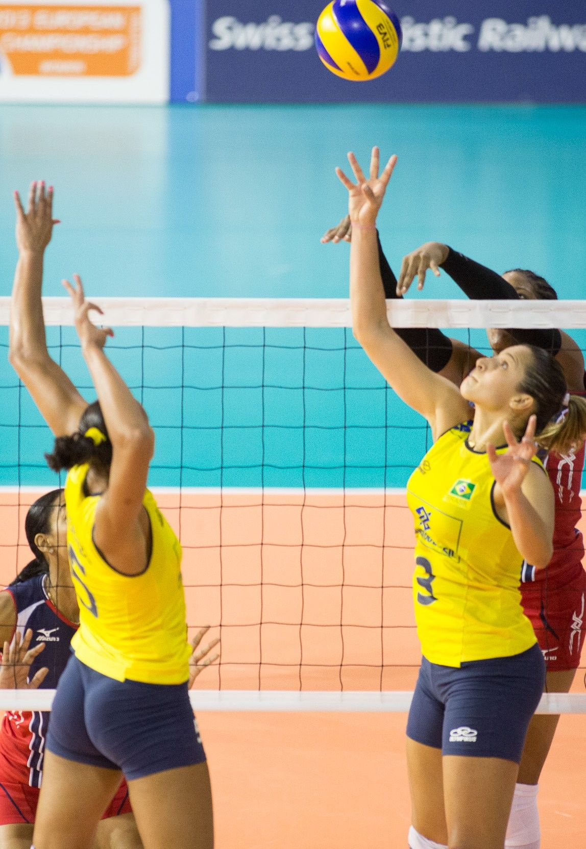 Pin By Graemeshaw On Female Volleyball Players Female Volleyball Players Women Volleyball Volleyball Players