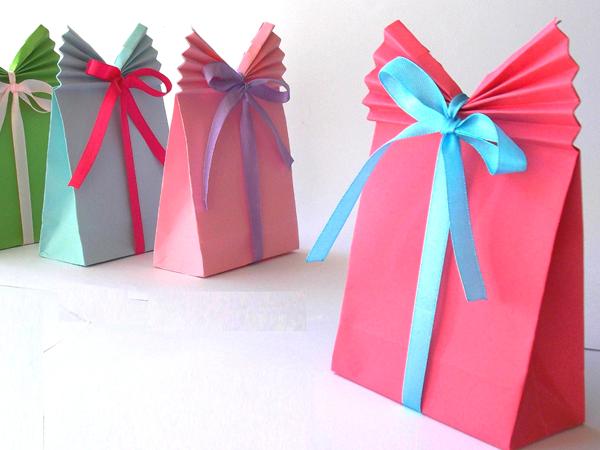 Manualidades bolsas de papel para regalo bolsas - Como hacer bolsas de regalo ...