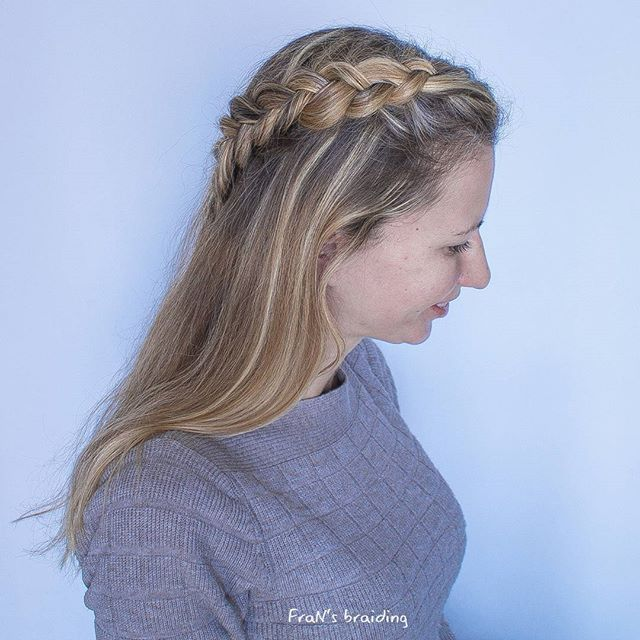 Hello! Very simple style for today! Dutch pull back ☺ 📽 tutorial for this style will come out on Friday! Stay tuned! *  *  #braidgren1kcontest #pullback #dutchbraid