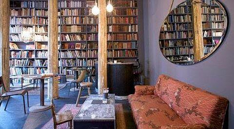 Used book café (concept store merci)   on aime surtout le décor ...