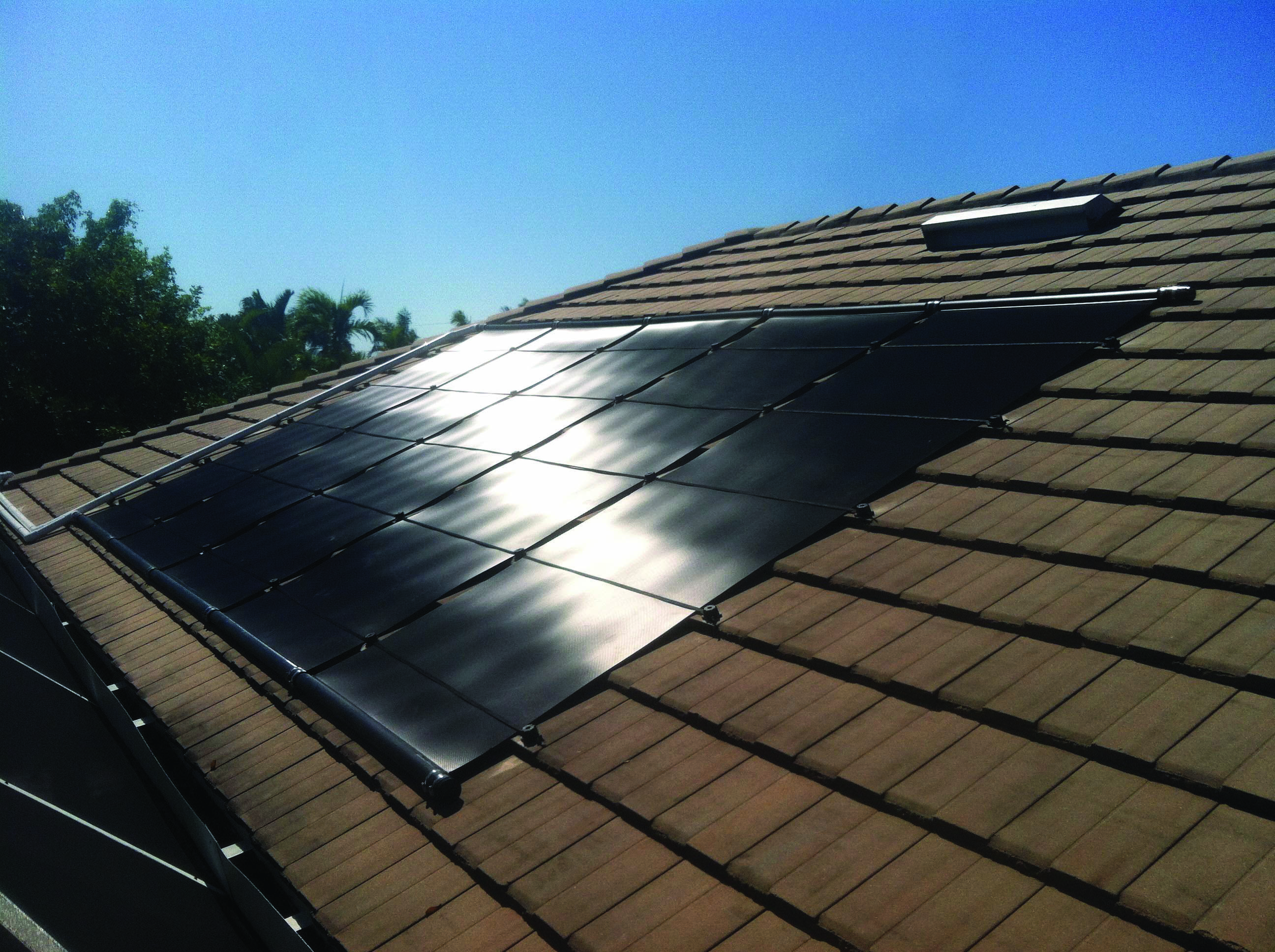Conveniences And Drawbacks Of Solar Roof Tiles That You Need To Understand About Homes Tre Solar Panels Solar Roof Tiles Solar Roof