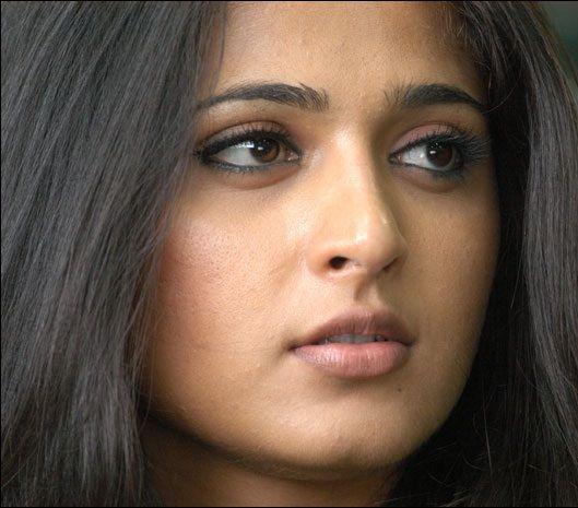 Tollywood Actress Anushka Shetty Hot Looking Mass Face