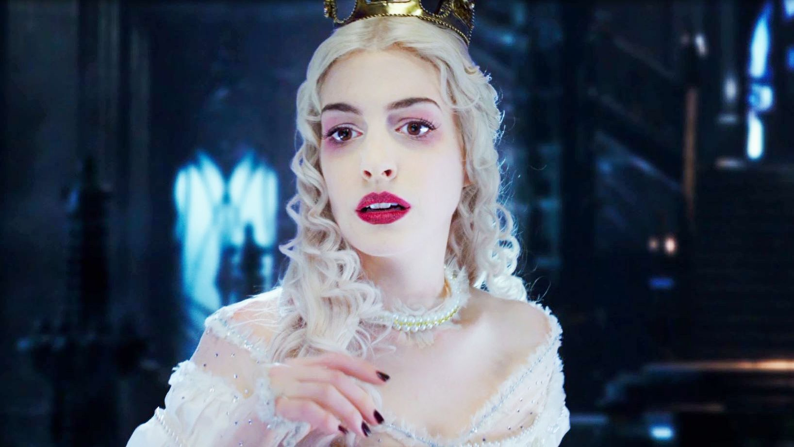 Anne Hathaway Returns As The White Queen In Disney S Alice Through