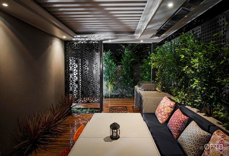 Big Outdoor Living in Small Spaces: Hampton 2, Melbourne, by OFTB ...