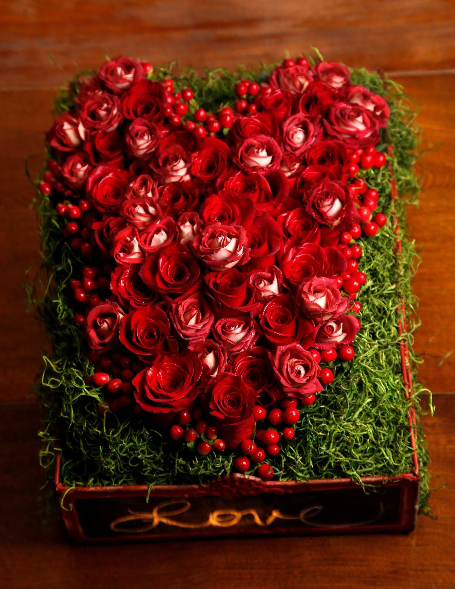 A nice bouquet has complementary colors, local flowers   Pinterest ...