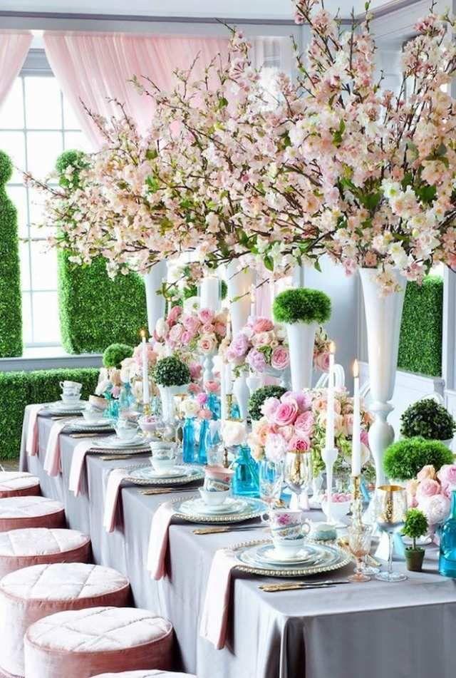 hochzeit frhling tischdeko kirschenblten zweige hohe vasen rosengestecke  Hochzeit