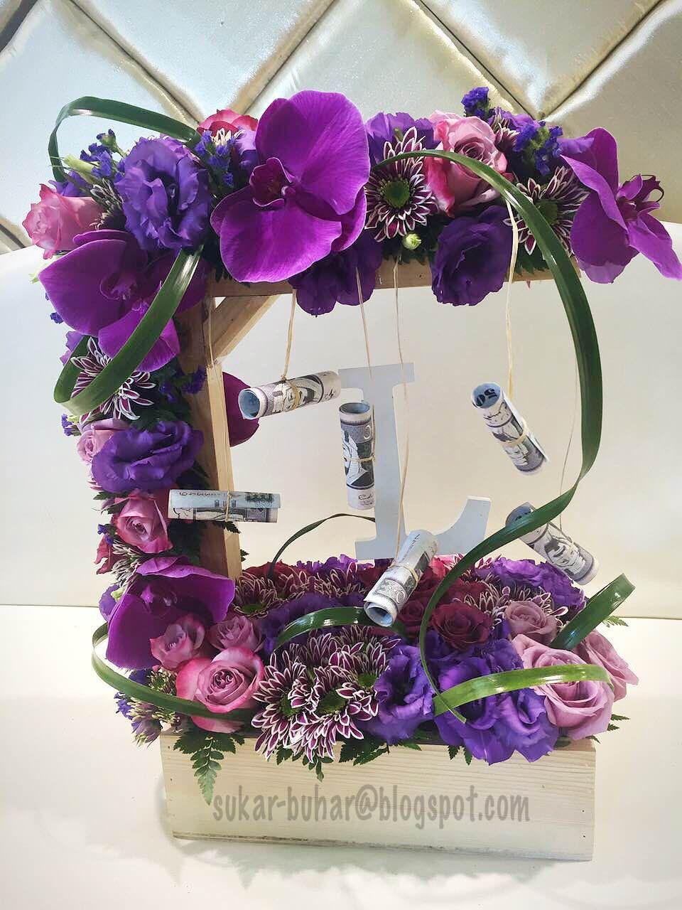 نتيجة بحث الصور عن تغليف هدايا بالورد Floral Wreath Floral Wreaths