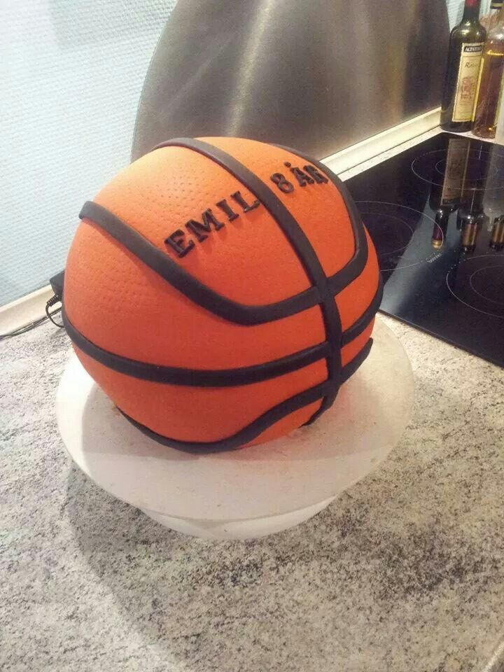 Real size basketball cake