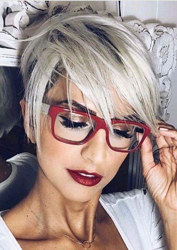 Coupe de cheveux court pour femme avec Hair