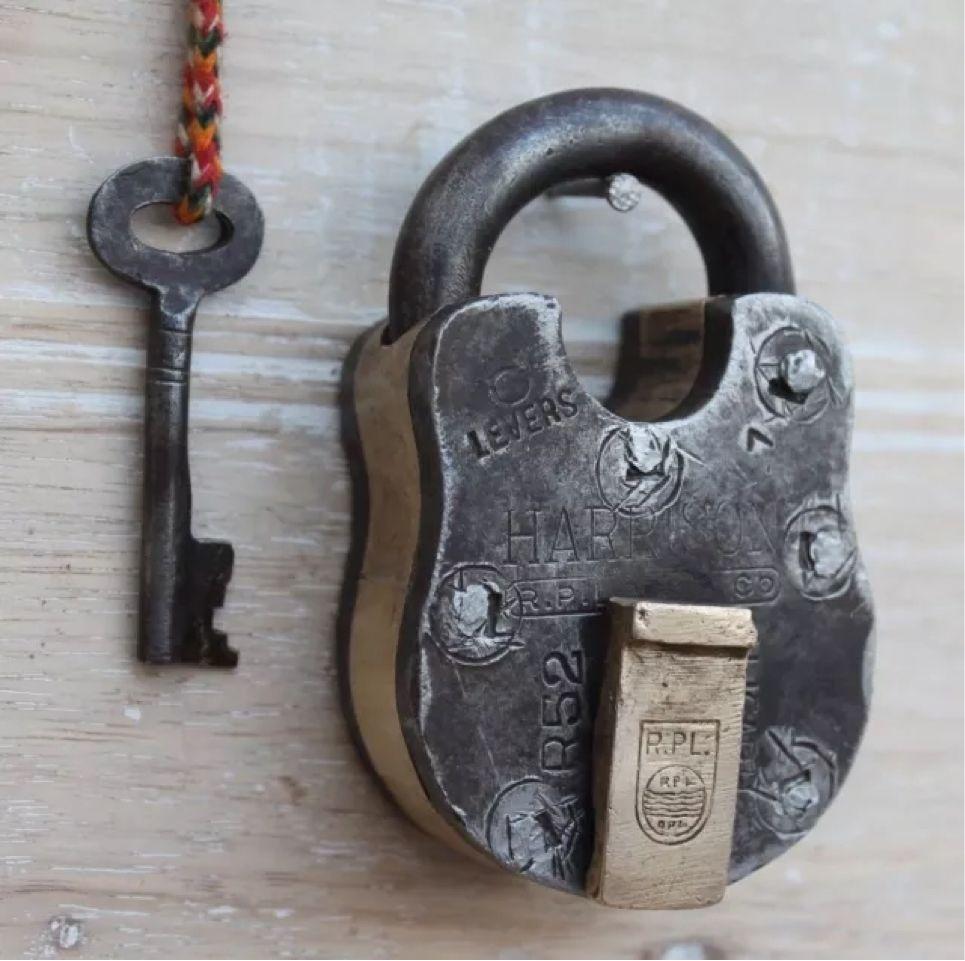 Antique vintage beautiful shape 6 levers side button trick