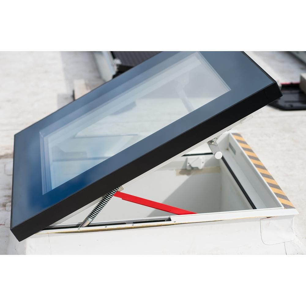 Fakro Drf 30 In X 36 In Venting Flat Roof Deck Mount Roof Access Skylight Triple Glazed Roof Hatch Drf Du6 3036 Flat Roof Roof Hatch Skylight