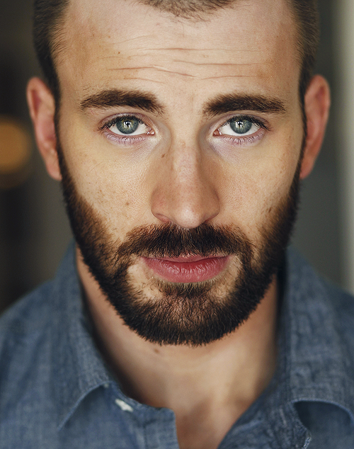 Chris Evans has a pretty eye colour :3  I bet no one would believe me if I told them I'm pinning this because I like the way the photo's been taken. :P But it's true! :O