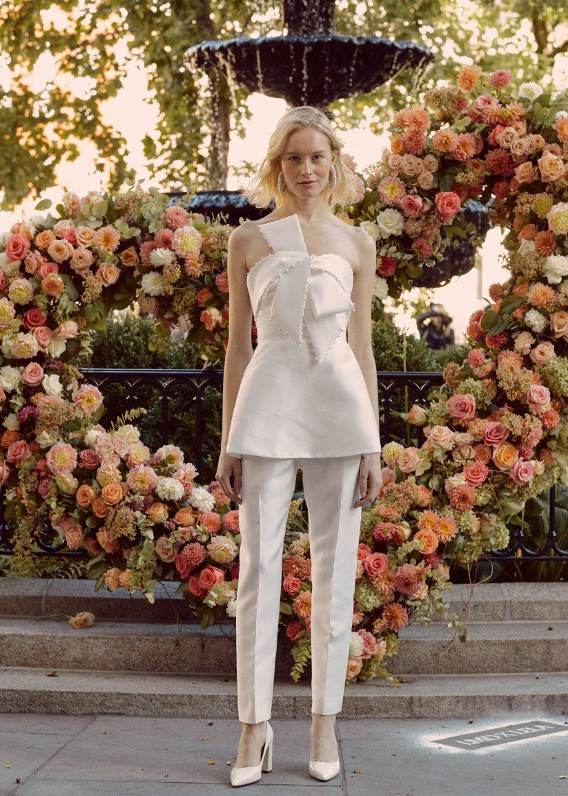 19 Ways to Rock the Pearl Wedding Dress Trend