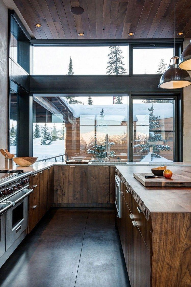 cuisine rustique en bois massif, sol en béton ciré et plafond bois ...