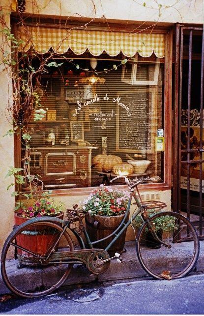 Fraench shop window & preferred means of transportation!