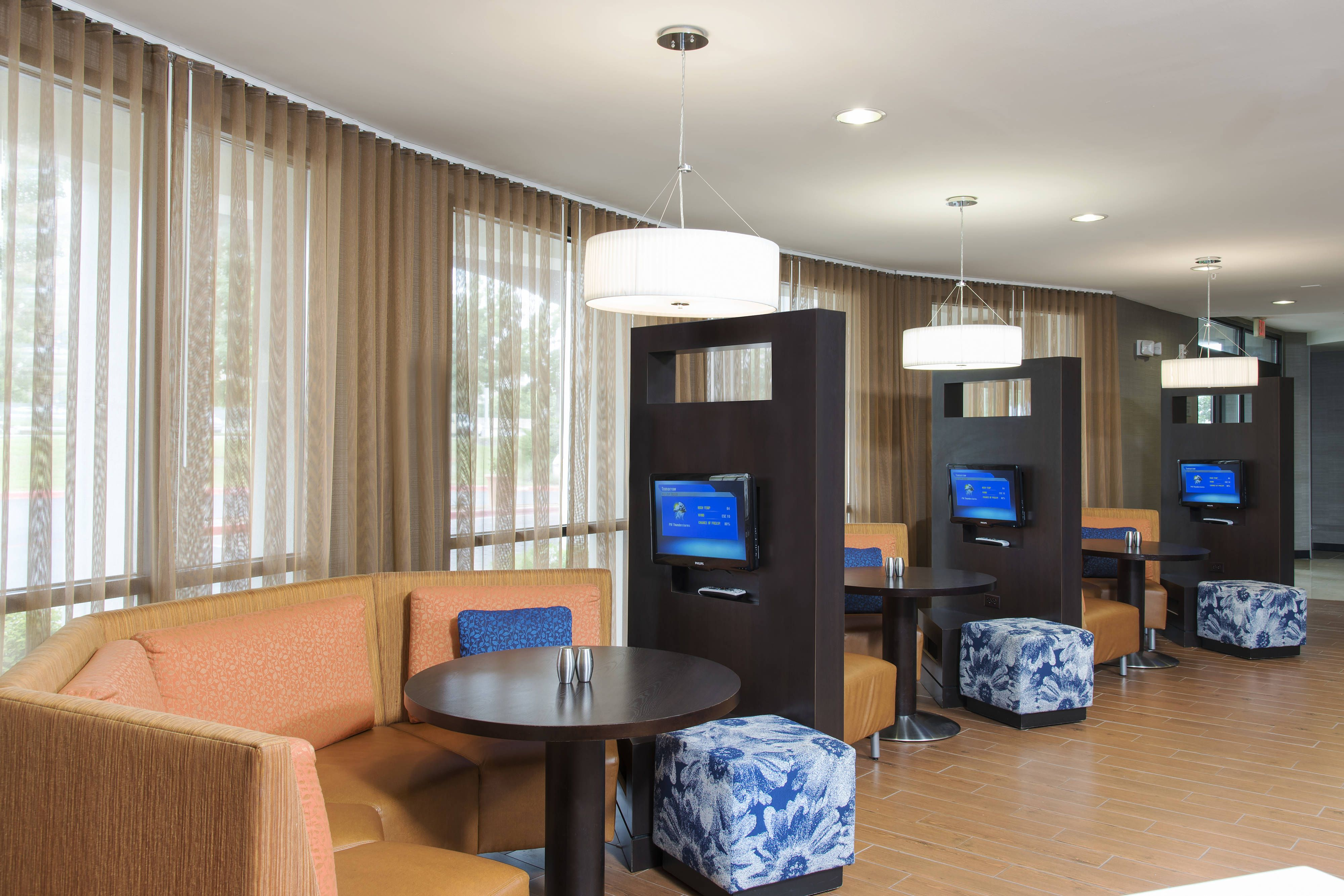 Courtyard San Antonio North Stone Oak At Legacy Media Pods Holiday Guestroom Memorable Hotel Architecture Courtyard Oak