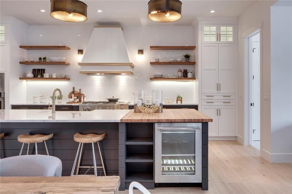 The Modern Farmhouse Kitchen Of My Dreams Styled To Sparkle Modern Farmhouse Kitchens Grey Kitchen Island Kitchen Design