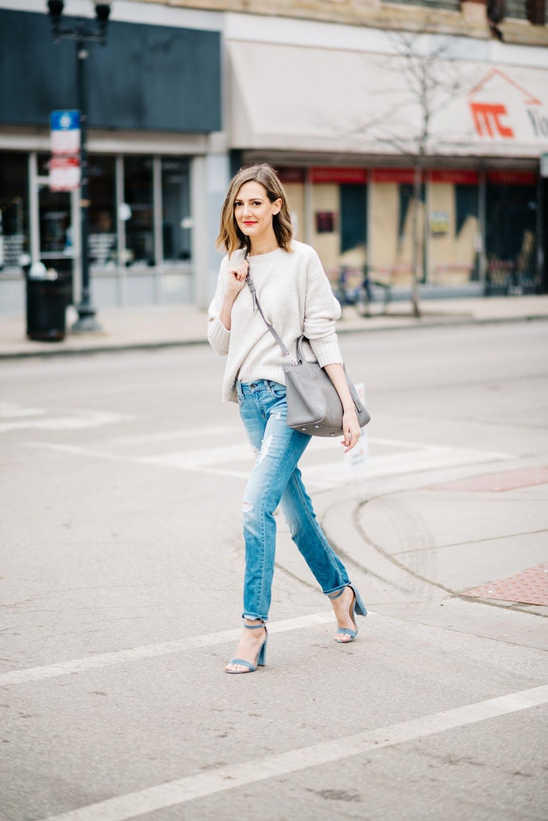 ripped jeans outfit spring steve madden carrson