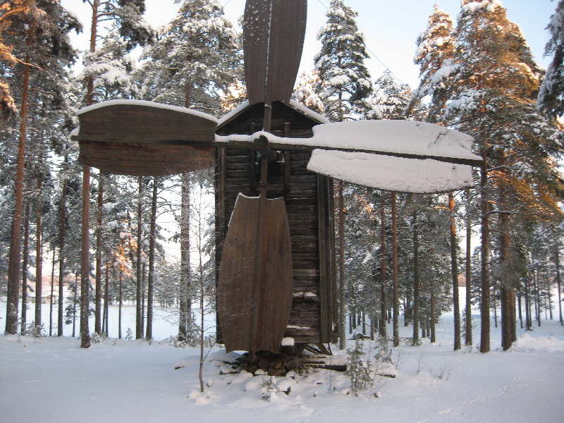 Tuulimylly, Lestijärvi. Tuulimylly on tyypiltään varvasmylly. Mylly on ostettu Reisjärven Lehtoniemeltä Kiiskilään vuoden 1890 paikkeilla. Kiiskilän väki lahjoitti tuulimyllyn kotiseutuyhdistykselle ja veljekset siirsivät sen museoalueelle vuonna 1964.