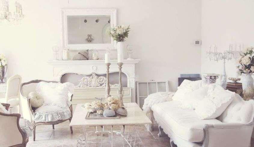 Idee per arredare un soggiorno in stile shabby chic - Divani bianchi ...