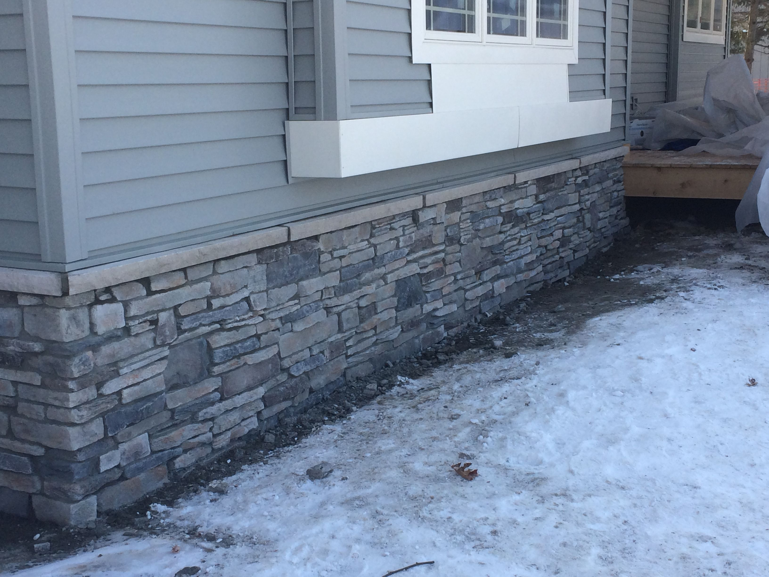 Echo Ridge Southern Ledgestone By Boral Cultured Stone With Limestone Sills Stone Exterior Houses Exterior Brick Stone Facade