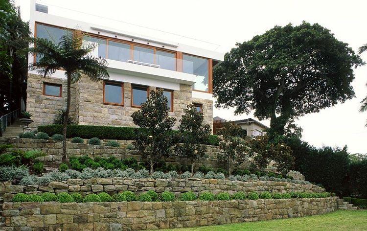 Garten am hang  Vorgartengestaltung - terrassenförmig platzierte Pflanzen für den ...